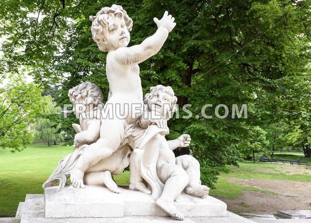 Photo statues of cherubims in burggarten - frimufilms.com